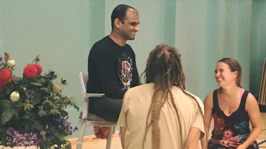 Unser Yogalehrer Sharathji und wir